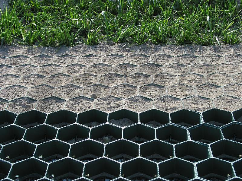 Jak zpevnit travnatou plochu